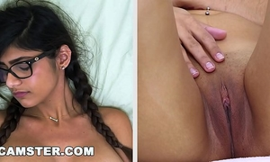 Camster model mia khalifa shows off her body and tugjob skills