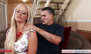 Very hot mommy holly heart acquires large scoops drilled