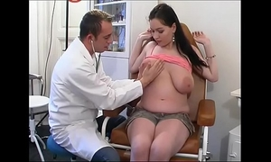Perverse gynaecologist tastes the patient's love tunnel