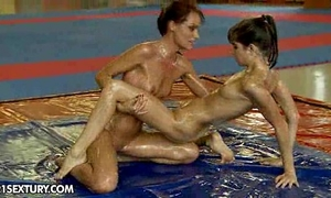 Nudefightclub presents sophie lynx vs doris ivy